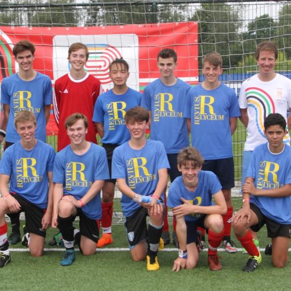 Revius voetbalteam derde van Nederland